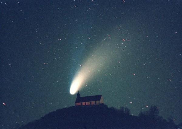 Grußkarte - Der Komet Hale-Bopp im April 1997 über der Wurmlinger Kapelle